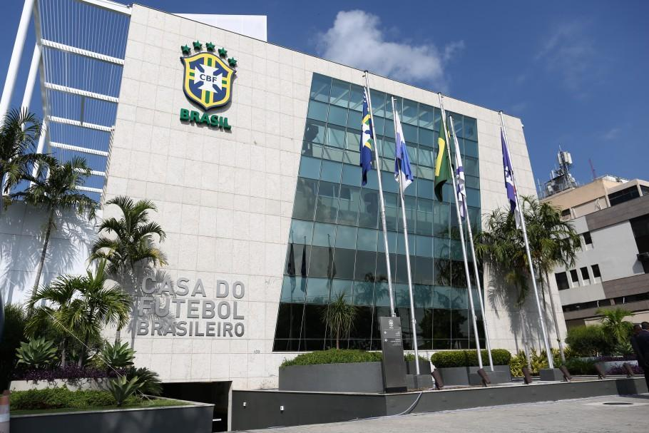 A CBF também decidiu mudar a tabela do Brasileirão por causa da disputa da final da Libertadores no dia 30, no Maracanã
