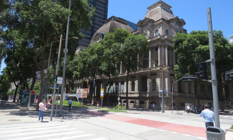 O prédio foi construído durante as obras de modernização urbanística realizadas pelo prefeito Pereira Passos na então capital federal