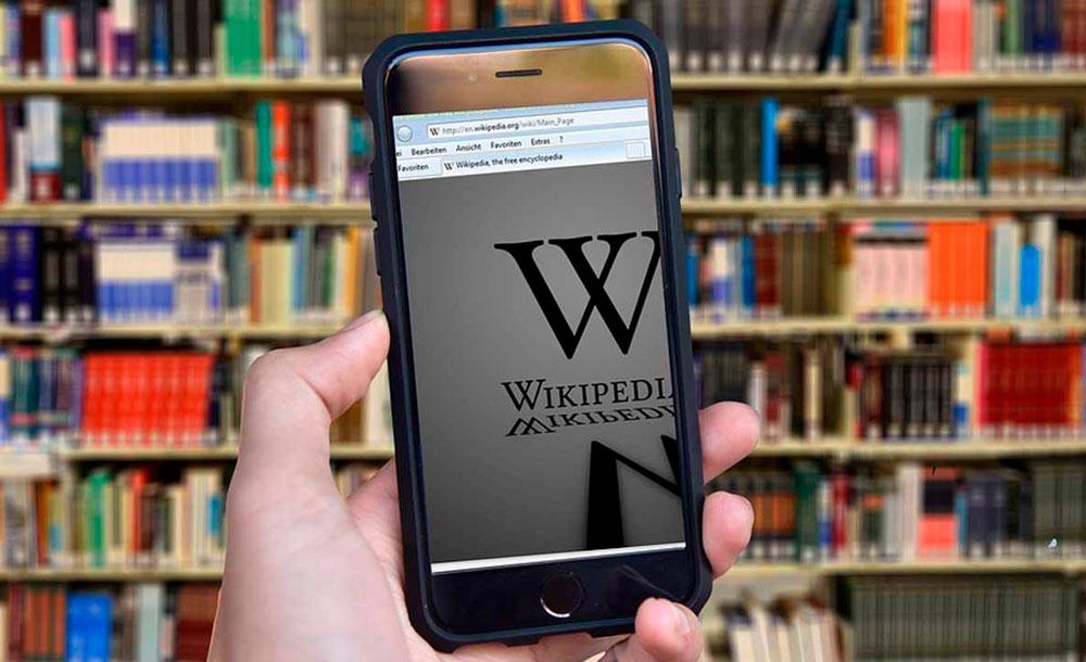 Na Wikipedia, há versões completamente distintas conforme a língua em que é escrito o verbete