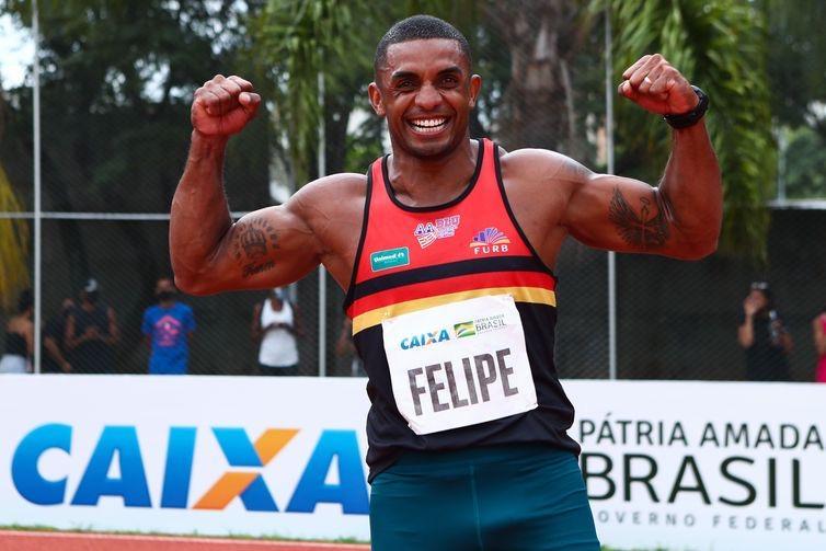 Felipe Santos leva ouro e índice no decatlo