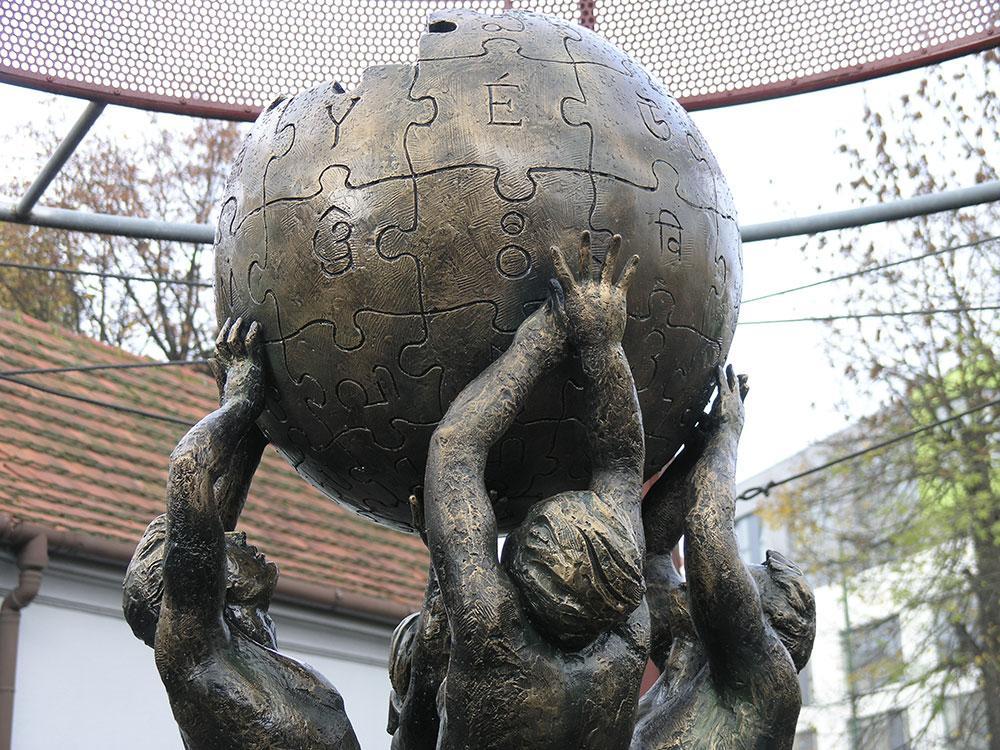 Monumento a Wikipedia, escultura localizada em Slubice, na Polônia
