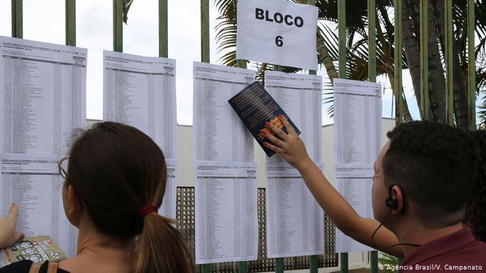 Muitos alunos foram impedidos de realizar as provas por causa da lotação das salas