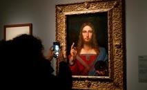 """A polícia italiana encontrou uma cópia de 500 anos da obra-prima de Da Vinci """"Salvator Mundi"""" em um apartamento em Nápoles (Francois Guillot/AFP)"""