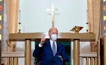 Joe Biden em uma igreja de Kenosha, Wisconsin (JIM WATSON/AFP)