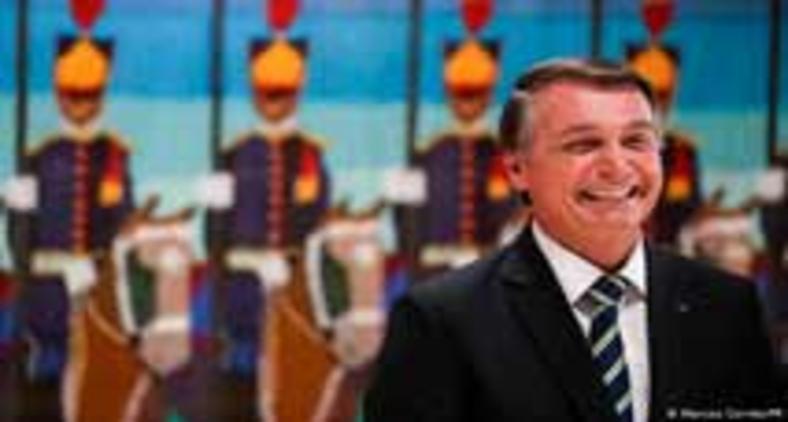 O presidente Jair Bolsonaro deixa de lado os pontos fortes do país na luta contra a Covid (Marcos Correia/PR)
