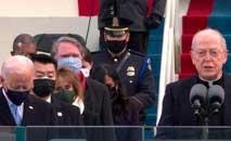 O padre Leo O'Donovan discursa durante a cerimônia de posse do segundo presidente católico da história dos EUA, Joe Biden (CNN/Reprodução)