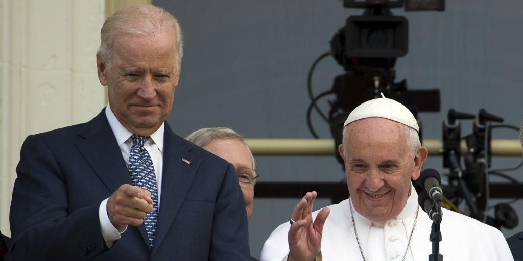 Papa Francisco e o presidente Joe Biden, em 2015, no Congresso Americano