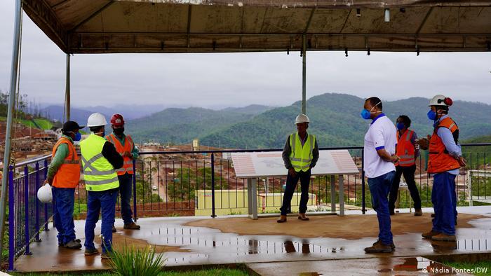 Comissão de atingidos do vilarejo de Bento Rodrigues visita obras de reassentamento