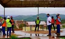 Comissão de atingidos do vilarejo de Bento Rodrigues visita obras de reassentamento (Nádia Pontes/DW)