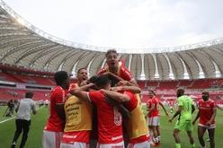 Gols do Internacional foram marcado por Abel Hernandéz e Edenílson (Internacional/Divulgação)