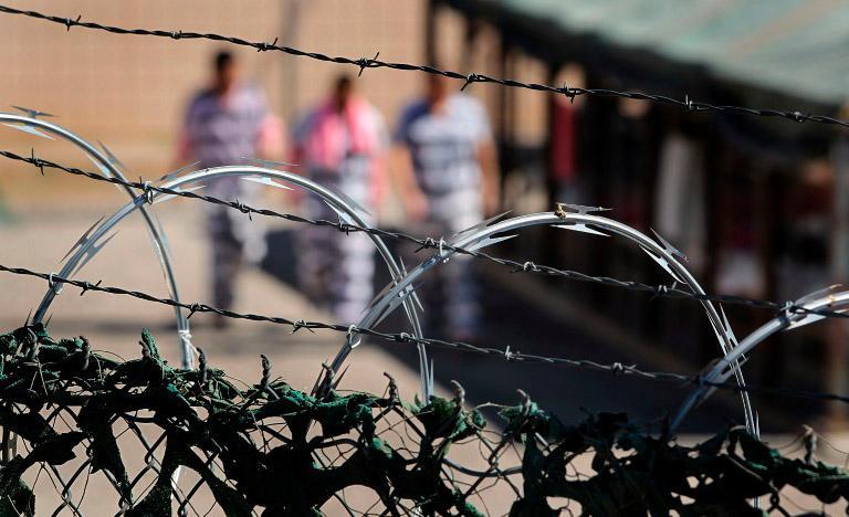 Biden não vai renovar contratos com operadores de prisões federais privadas