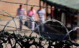 Biden não vai renovar contratos com operadores de prisões federais privadas (John Moore/AFP)