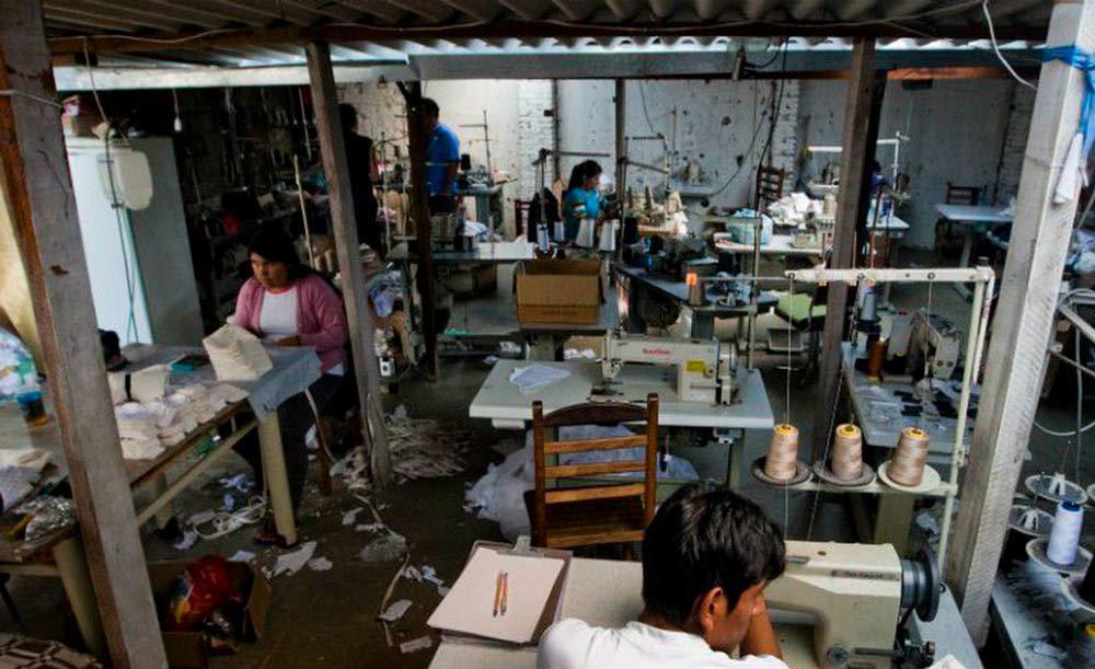 Condições precárias de trabalho e falta de remuneração são práticas correntes no país