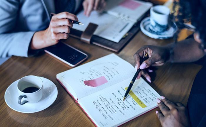 A contratação mediante licitação visa, portanto, resguardar a isonomia e a impessoalidade entre os interessados, sem que um prestador de serviços ou empresa seja preterido em relação a outro