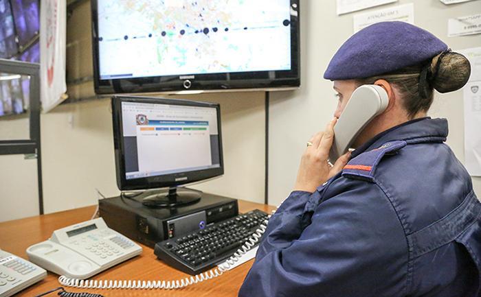 A referida Lei regula a penalidade para o responsável da linha telefônica que gerou um acionamento indevido de algum serviço de emergência