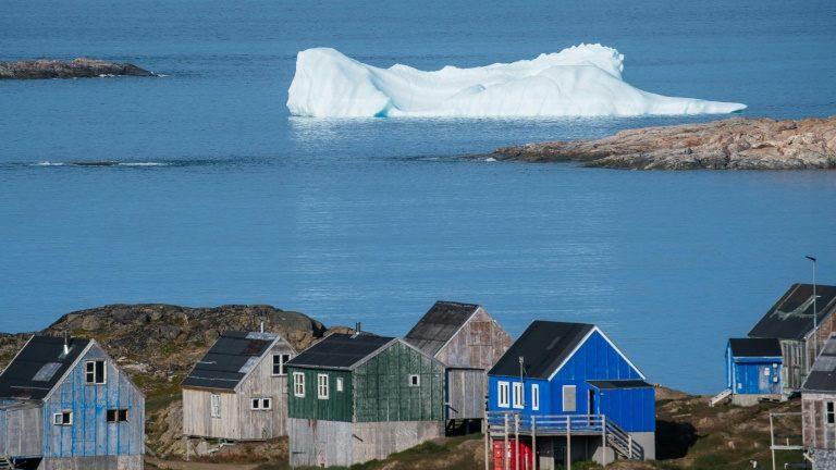 Iceberg em frente à cidade de Kulusuk, na Groenlândia, em 16 de agosto de 2019