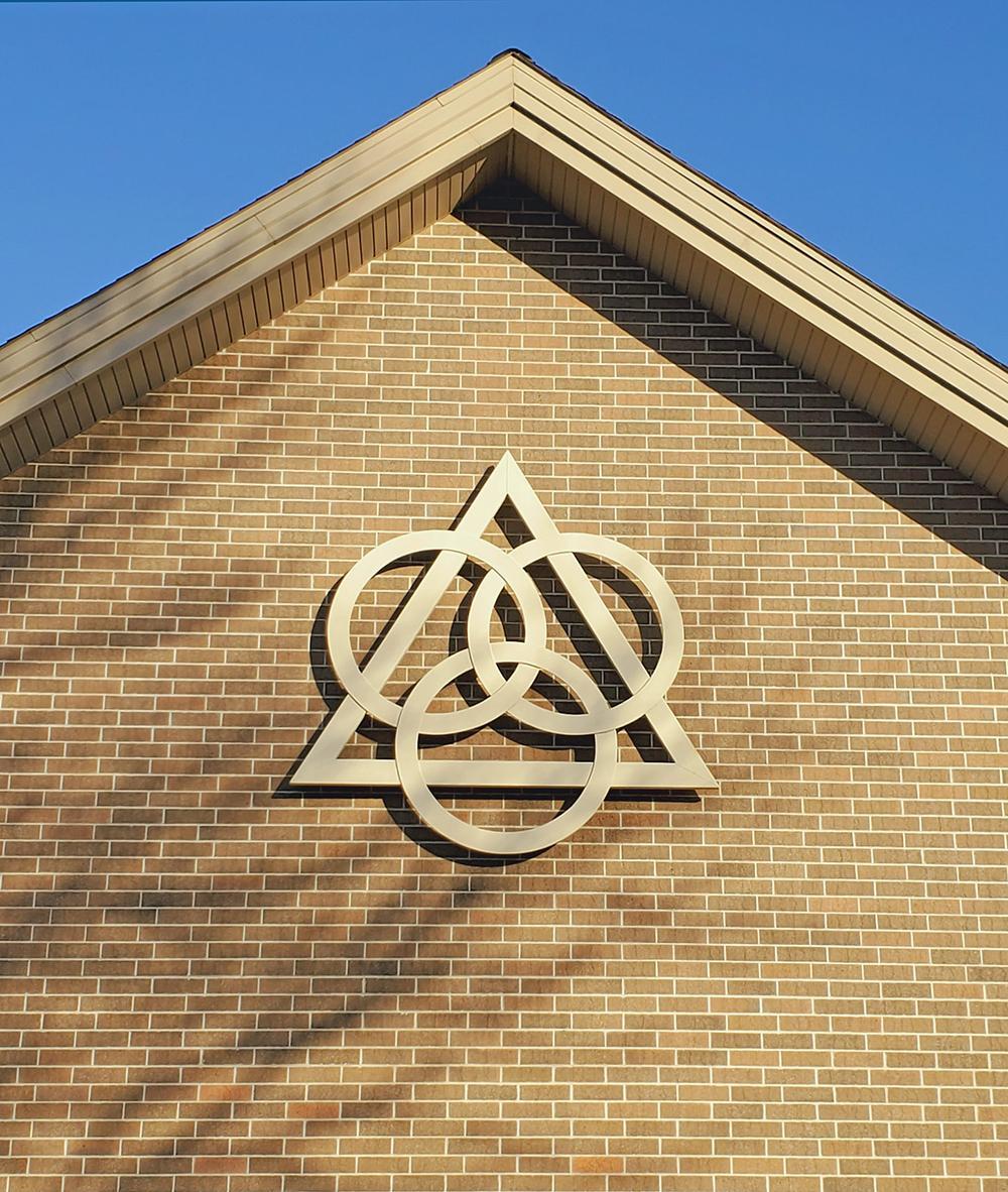 A Trindade se constitui por três pessoas unidas pelo amor