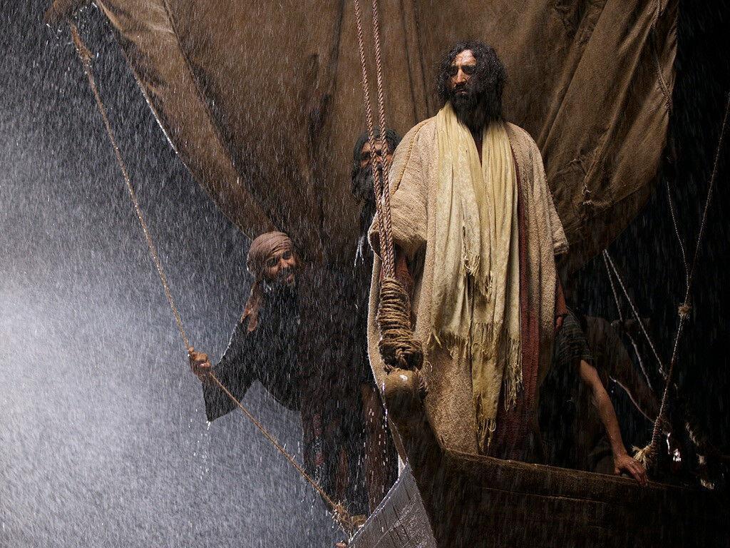 Contrário aos poderosos, Jesus age como Deus criador que pode acalmar o mar e o vento