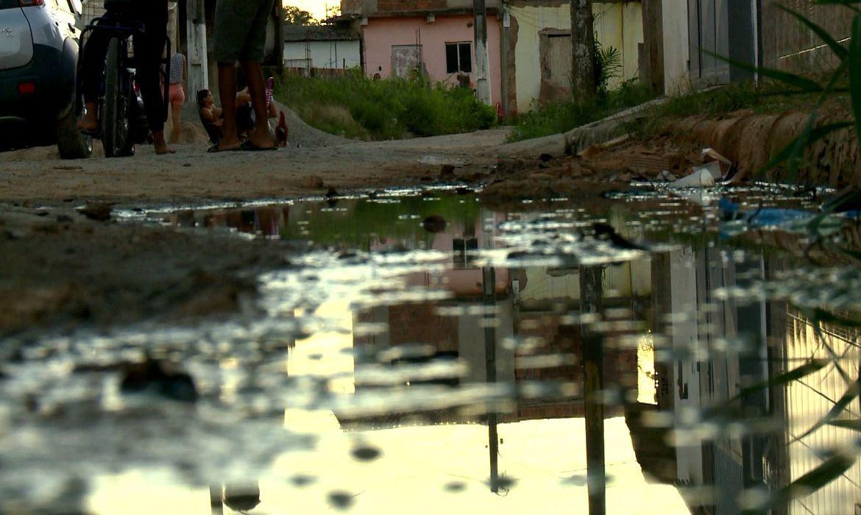Mais da metade (51,7%) das pessoas residentes em unidades de consumo abaixo da linha da pobreza no país também não recebiam água com regularidade