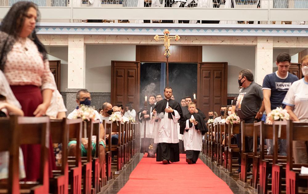 Toda a Eucaristia está orientada para criar fraternidade