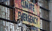 Alguns fenômenos climáticos aparecem, ou se reforçam, como os 'redemoinhos de fogo' (Kenzo TRIBOUILLARD/AFP)