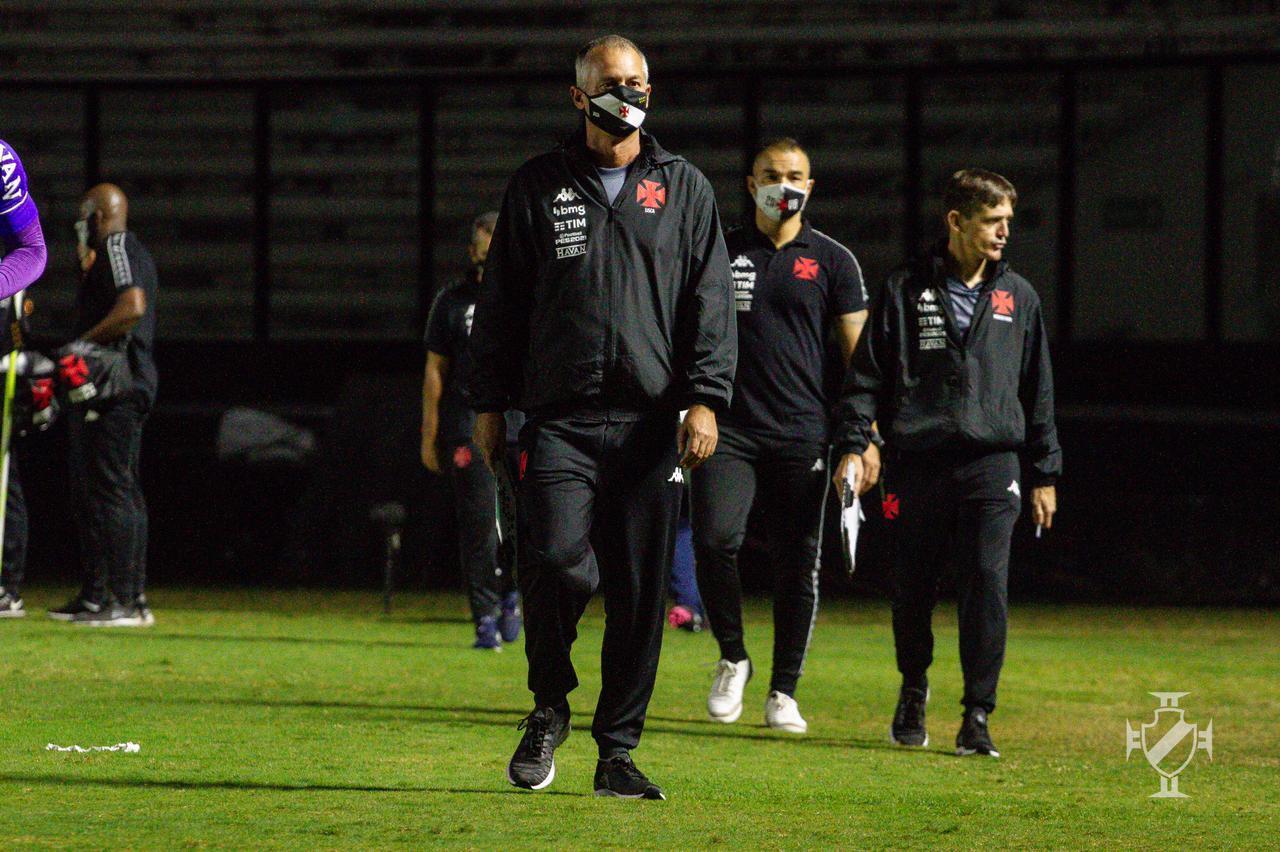Técnico Lisca prepara o Vasco para o clássico contra o Botafogo com mudanças