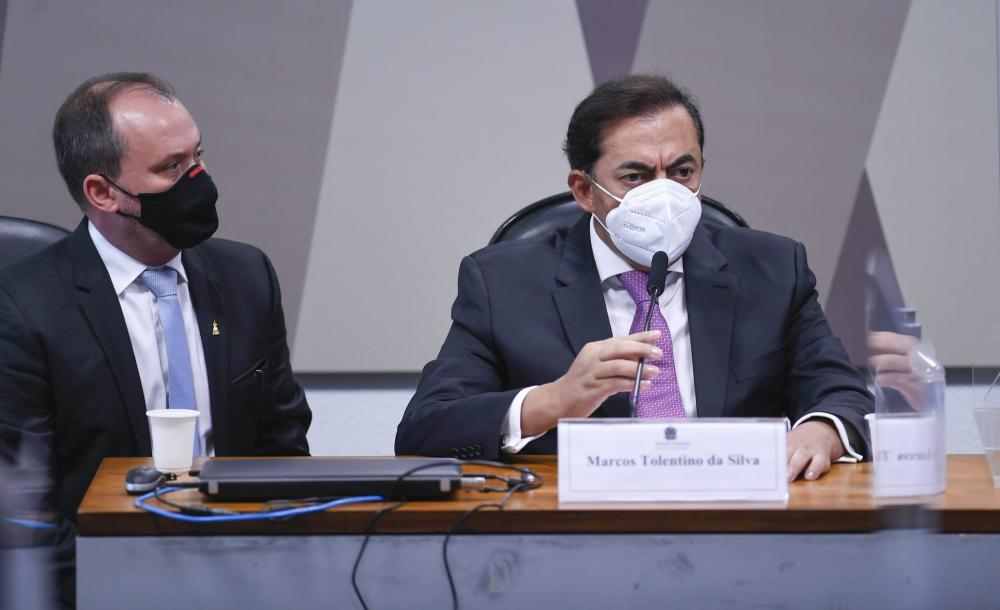 Luciano Duarte Peres, advogado do depoente e o empresário Marcos Tolentino da Silva, durante seu depoimento na CPI