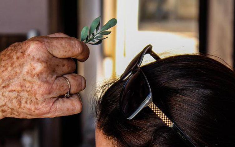 As mulheres são a imensa maioria das pessoas identificadas no levantamento, majoritariamente idosas ou próximas de alcançar esta faixa etária