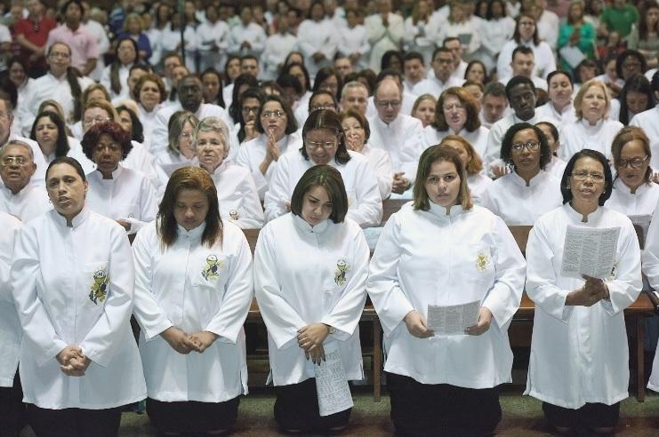 Celebração eucarística no Rio de Janeiro, em que diversas mulheres receberam a autorização para serem ministras extraordinárias da Sagrada Comunhão