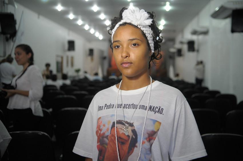 A menina Kayllane Campos foi atingida na testa por uma pedra em junho de 2015 ao sair de um culto do candomblé com sua avó, Kátia Marinho