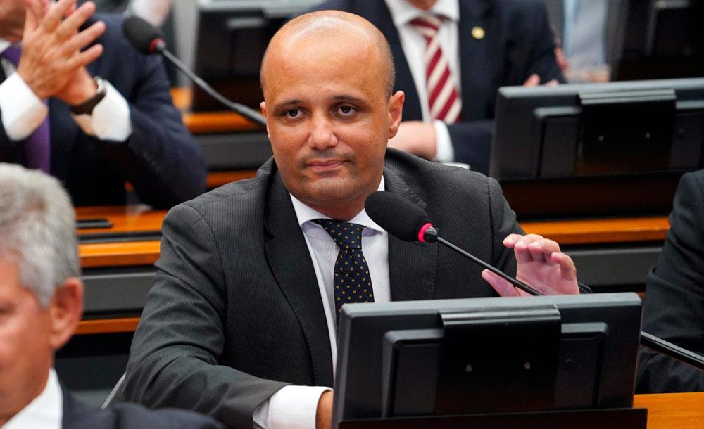 O ex-lider do governo na Câmara, o deputado Major Vitor Hugo  foi um dos 17 suspensos pela legenda