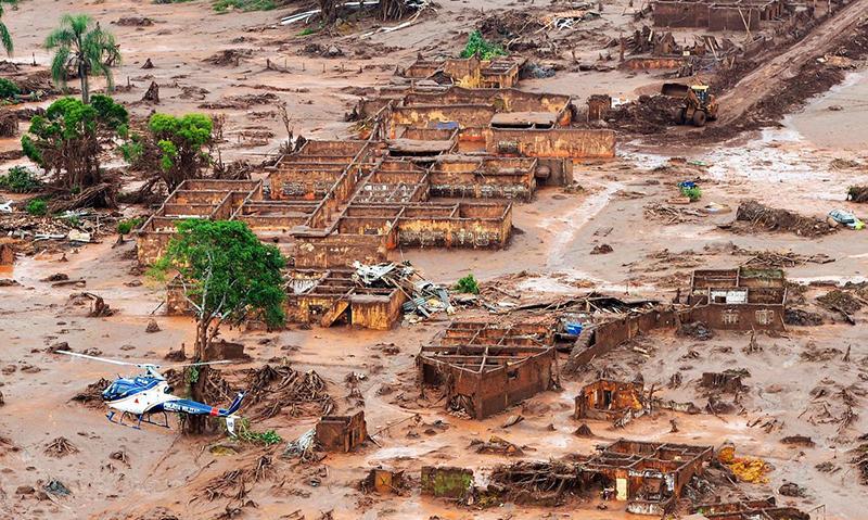 Barragem se rompeu em 5 de novembro de 2015, deixando 19 mortos