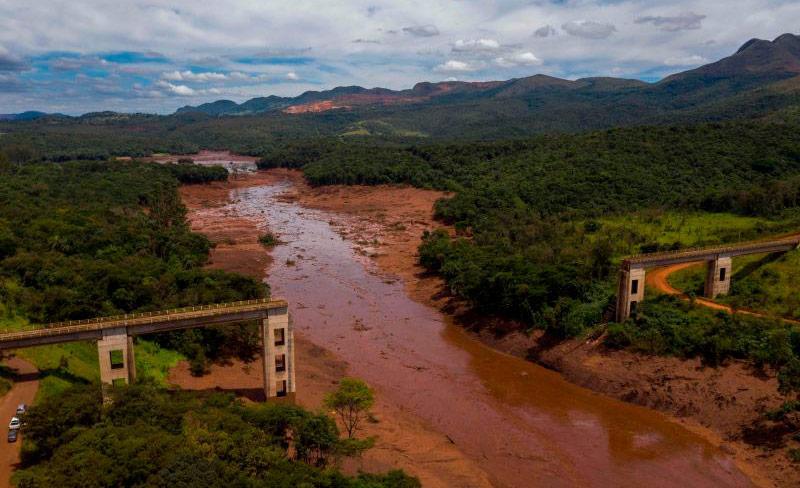 O rompimento da barragem deixou 270 mortos e um mar de lama que danificou o Rio Paraopeba