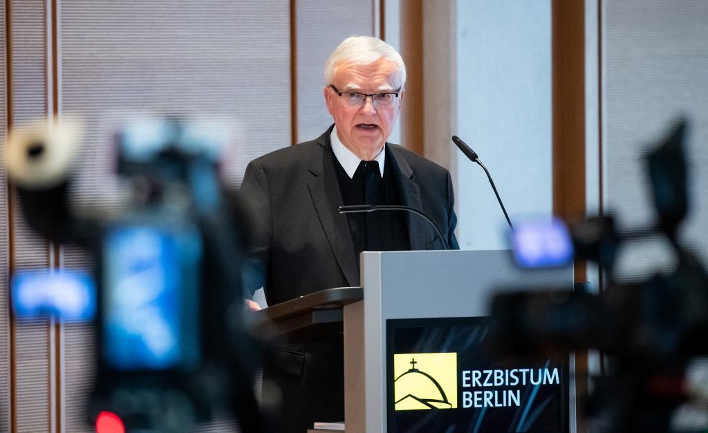 Dom Koch, arcebispo de Berlim, fala em entrevista coletiva do relatório 'Abuso sexual de menores por padres católicos, diáconos e religiosos na área da Arquidiocese de Berlim desde 1946' no Conference Center Catholic Academy em 29 de janeiro