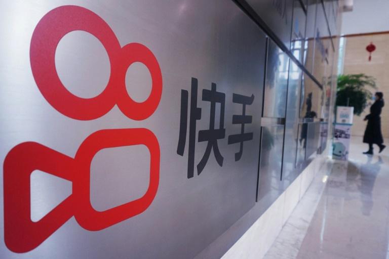 Logo do Kuaishou na sede da empresa, que tem mais de 20 mil funcionários