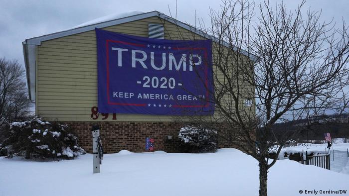 Na Pensilvânia, cartazes e faixas de apoio a Trump seguem estendidas nas ruas