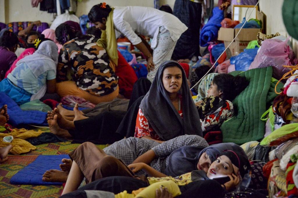 Migrantes em um abrigo temporário em Lhokseumawe. Barcos cheios de Rohingya tentando aportar em países do Sudeste Asiático são vítimas de rede internacional de tráfico humano de vários milhões de dólares administrada por uma extensa rede