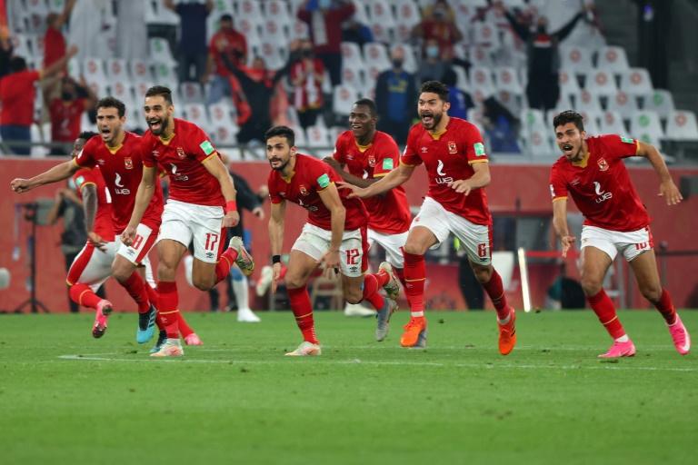 Jogadores do Al-Ahly comemoram a vitória sobre o Palmeiras na partida valendo o terceiro lugar do Mundial de Clubes da Fifa no Education City Stadium na cidade de Ar-Rayyan, no Catar, em 11 de fevereiro de 2021