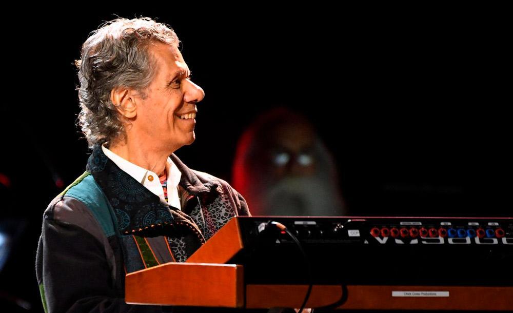 O pianista tocou com Miles Davis, Keith Jarret e Herbie Hancock, destacando-se por sua capacidadede improvisar