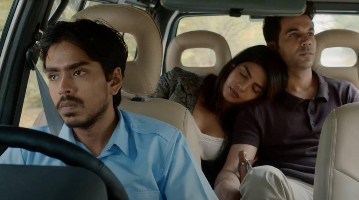 Obra gira em torno do personagem principal, Balram (Adarsh Gourav), que conta sua própria história