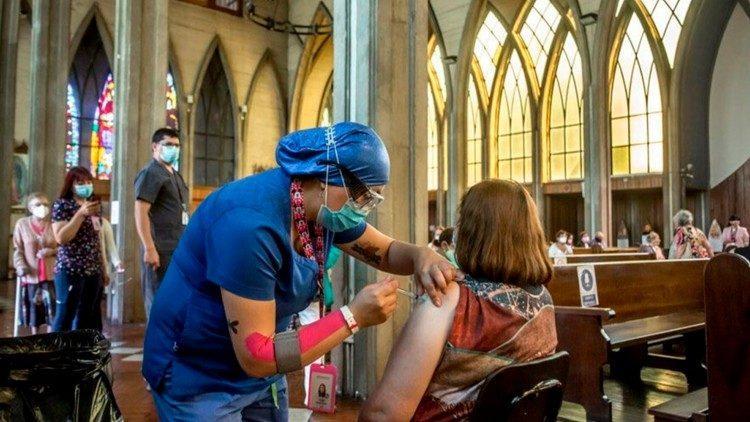 Vacinação na Catedral de Osorno, Chile