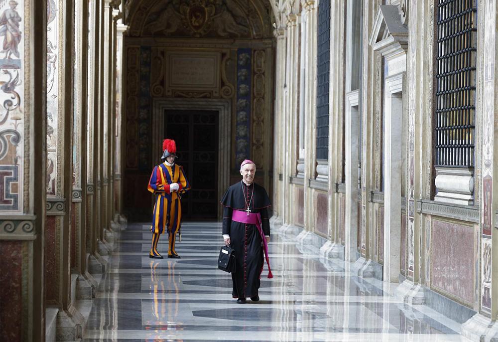 O então arcebispo Luis Ladaria Ferrer, prefeito da Congregação para a Doutrina da Fé, chega para um encontro com o papa Francisco no Palácio Apostólico do Vaticano em 11 de maio de 2018