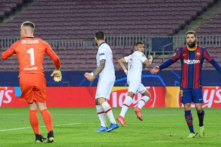 Mbappé deixou defesa do Barcelona perdida