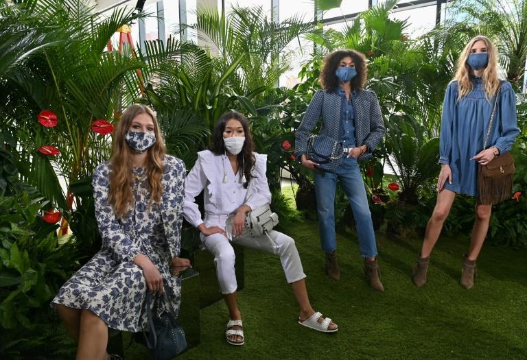 Modelos posam em apresentação da coleção de primavera de Rebecca Minkoff durante a Semana de Moda de Nova York