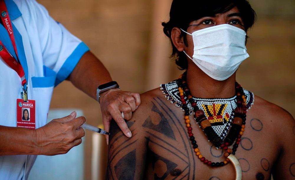 Membro da aldeia Mata Verde Bonita é vacinado contra a Covid-19