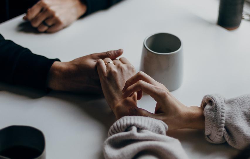 A pandemia tem sido particularmente problemática para cônjuges cujas estratégias de enfrentamento e mediação foram afetadas com o confinamento