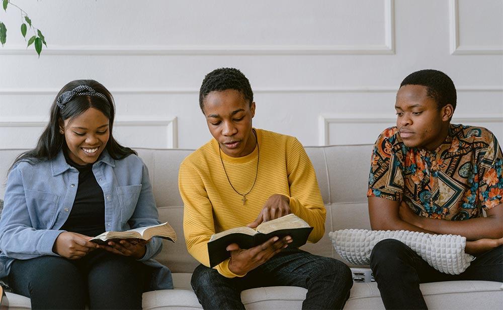 Como se tem vivido o diálogo e a busca por comunhão com as pessoas que pensam e agem diferente?