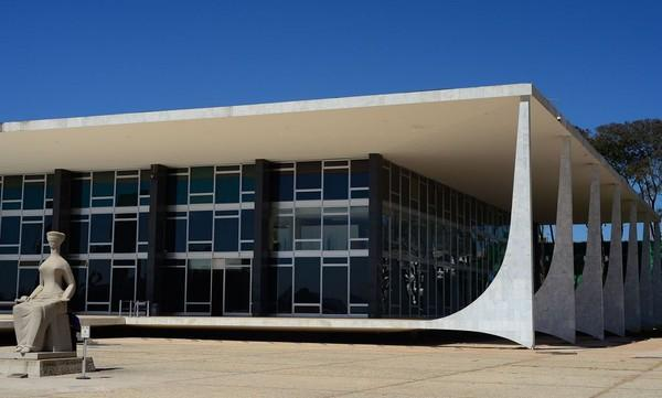 Silveira foi preso na noite de terça-feira (16), por ordem do ministro do STF Alexandre de Moraes, após apologia ao AI-5