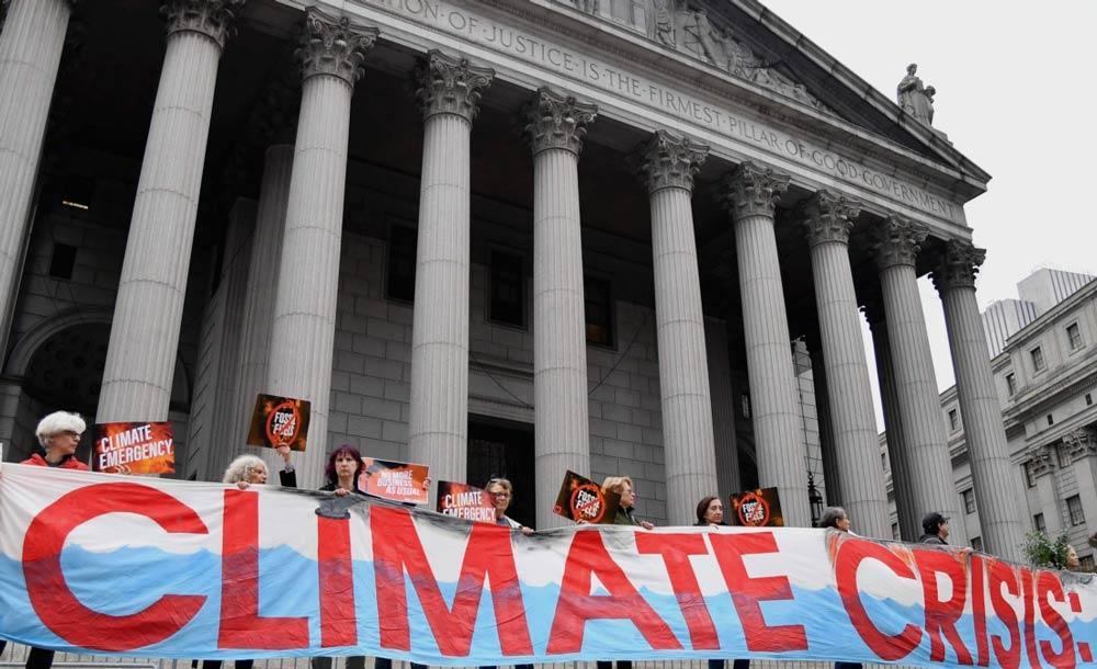 Manifestantes protestam contra mudanças climáticas diante da Corte de Nova York