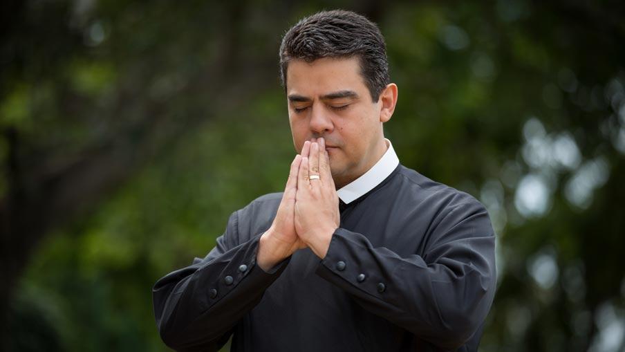 Magistrados teriam recebido até R$ 500 mil de suborno em decisões favoráveis ao padre Robson de Oliveira